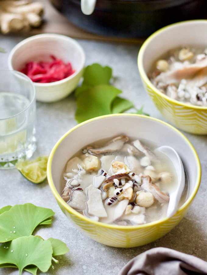 Chinese medicinal soup formula (Si Shen Tang, 四神汤) consisting of poria, Chinese wild yam, white lotus seeds, and euryale seeds makes one of the classic soup remedies served on the dinner table in many Chinese families and sold by street food vendors. This rendition focuses on easing anxiety and stress by supporting the adrenal glands, as well as resolving stress-induced digestive dysfunctions by supporting the digestive system. Pig stomach was used in this soup recipe to honour the original formula. Like other organ meats, pig stomachs are nutritious and have long been used for medicinal purpose in cooking in the East. Pig stomach soup is rich in gelatine and glutamine that are important components for leaky gut healing.