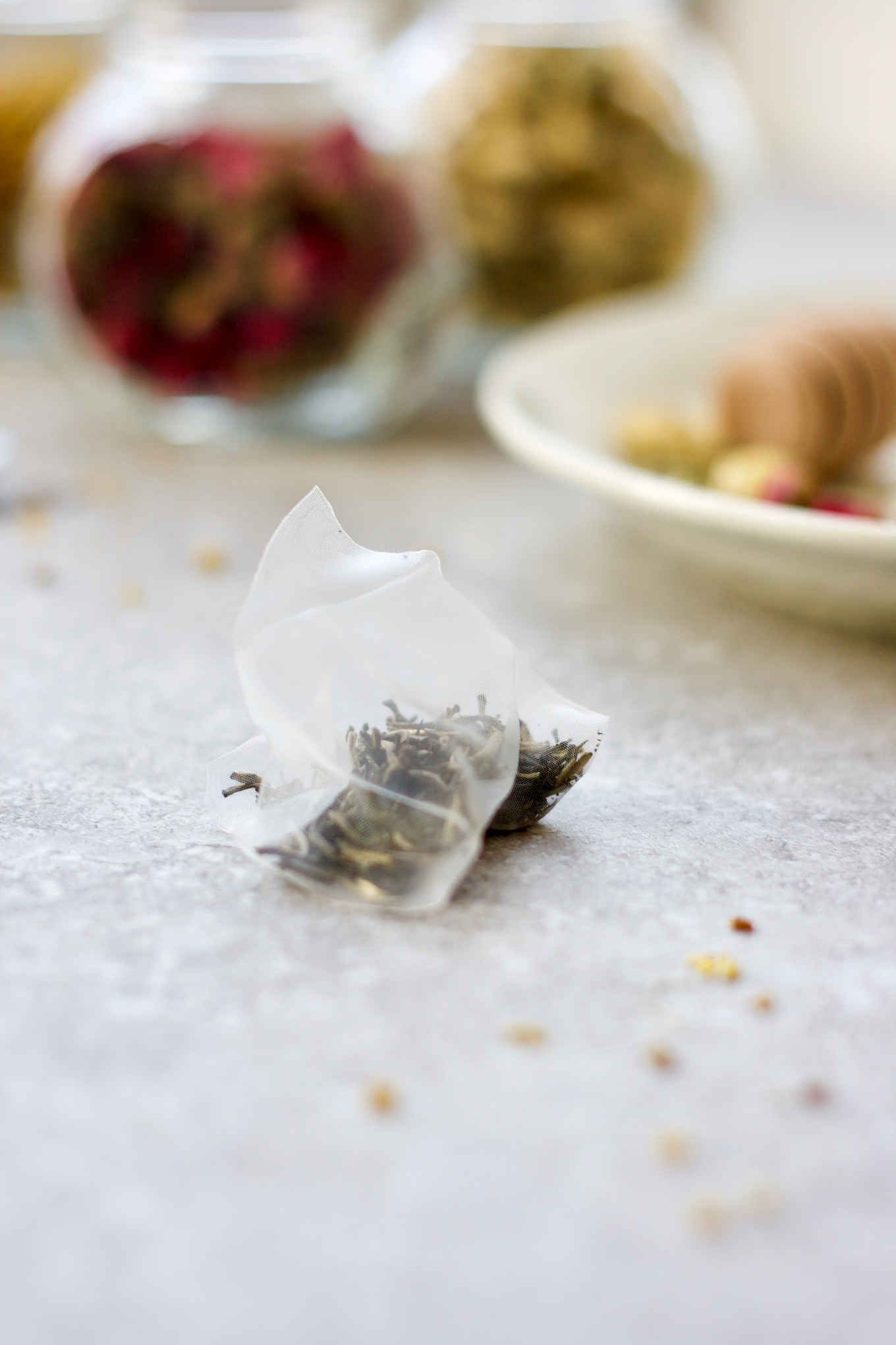 Try these 3 easy DIY floral teas. Chrysanthemum, rosebud and osmanthus are popular herbal flowers used in tea infusions in China. These 3 herbal flower and tea pairings will dress up your traditional teas, while unleashing the beautiful aromas and healing benefits of the herbal flowers.