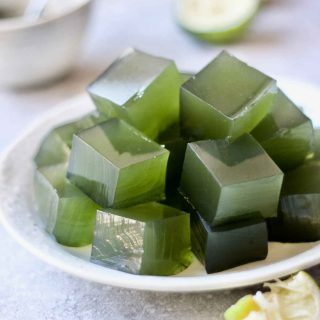 healthy limeade jello made with real food and no food colouring.